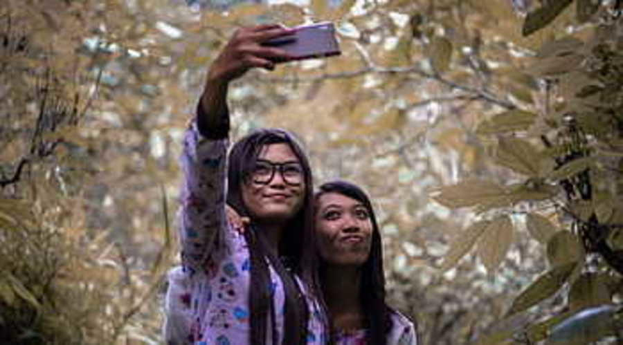Lice Clinics of America® - Pearland Shares Safe Selfie Tips for National Selfie Day